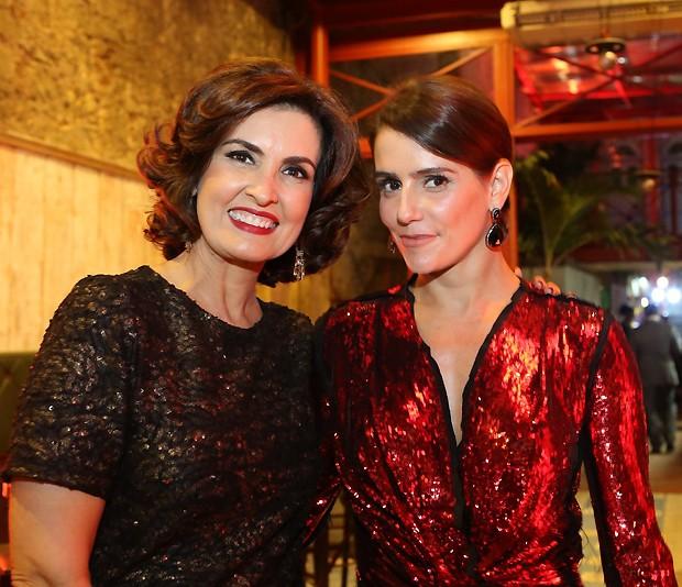 A apresentadora ao lado de Deborah Secco (Foto: Gianne Carvalho)