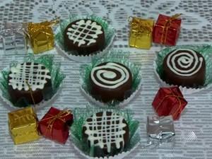 Bombom leva bolo de chocolate no recheio (Foto: Reprodução/TV Bahia)
