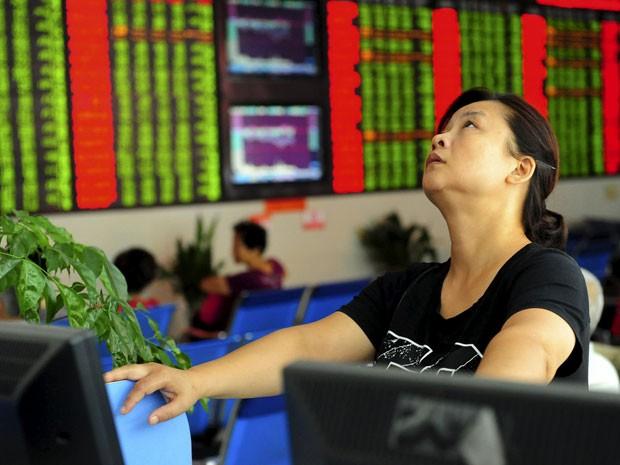 Bolsa de Shenzhen, a segunda mais importante do país, fechou em queda expressiva de 5,39% (Foto: Reuters)