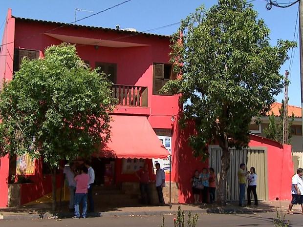 Ferracine é suspeito de matar os pais a facadas dentro de casa em Sales Oliveira (Foto: Reprodução/EPTV)