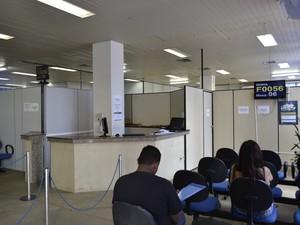 Agência do INSS em Vitória realiza alguns atendimentos (Foto: Viviane Machado/ G1)
