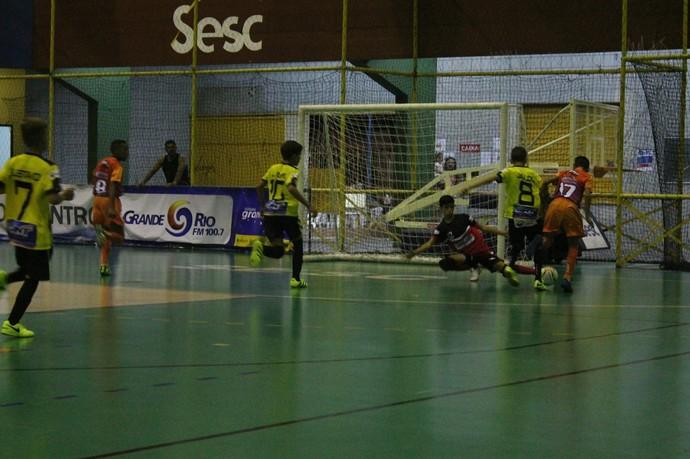Maurício Rolim x Colégio Encontro, Copa TV Grande Rio de Futsal  (Foto: Emerson Rocha)