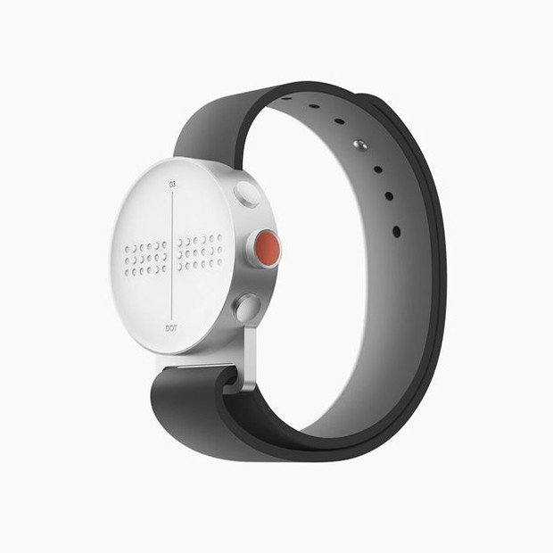 Smartwatch ganha (linda) versão em Braille (Foto: Divulgação)