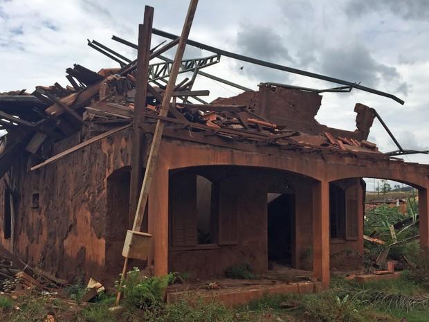 Distrito de Bento Rodrigues, um ano depois do rompimento da barragem da Samarco (Foto: Cida Alves/G1)