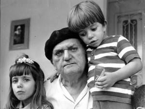 A neta Daliana, Cascudo e o neto Newton (Foto: Acervo Ludovicus - Instituto Câmara Cascudo)
