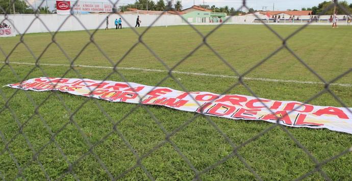 Torcida dá apoio ao Caiçara  (Foto: Emanuele Madeira/GloboEsporte.com)