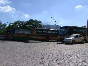 Ônibus foram apreendidos em São José do Calçado, Espírito Santo (Foto: Reprodução/ TV Gazeta)
