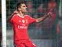 Jonas é eleito dono da pintura internacional em goleada do Benfica