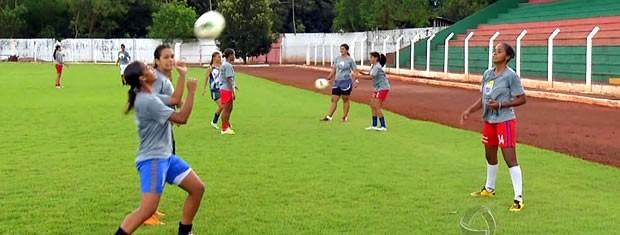 Meninas do Serra treinam para primeiro duelo contra o Vasco pela Copa do Brasil (Foto: Reprodução/TVCA)
