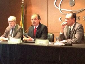 Mercadante e os presidentes da Capes e do CNPq (Foto: Murilo Salviano/G1)