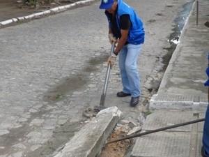 SMCCU diz que rampas obstruem a passagem da água da chuva. (Foto: Secom/Maceió)