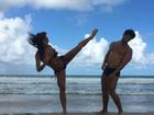 Sabrina Sato e Duda Nagle brincam em praia