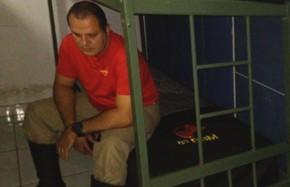 Bombeiro é preso por denunciar jornada de trabalho, em Goiânia Goiás (Foto: Reprodução/TV Anhanguera)
