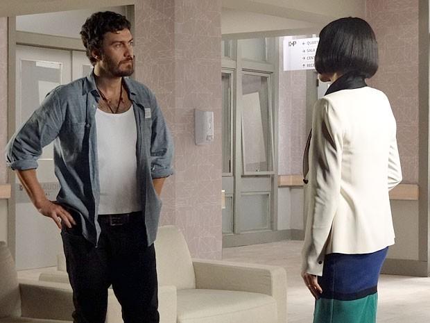 Rodrigo descobre que Miriam e Fernando se beijaram (Foto: Amor Eterno Amor/TV Globo)