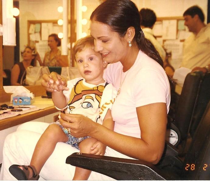 Os gêmeos foram muito paparicados pelo elenco da novela, que contou com Luiza Brunet como Teresa (Foto: Arquivo pessoal)