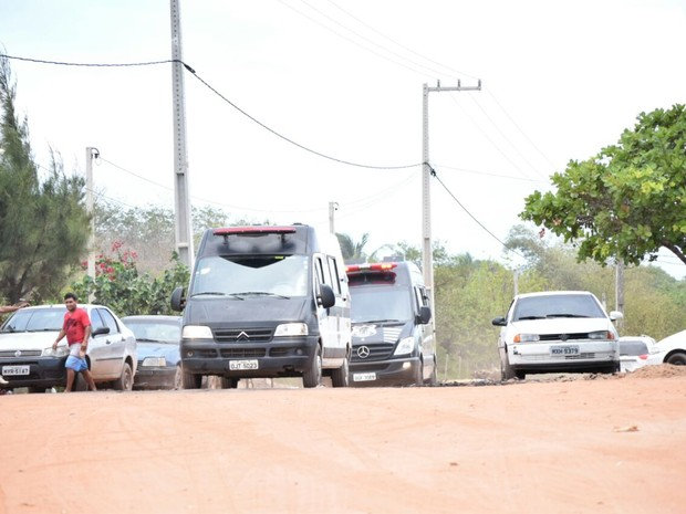 Mais presos são retirados de Alcaçuz (Foto: Fred Carvalho/G1)