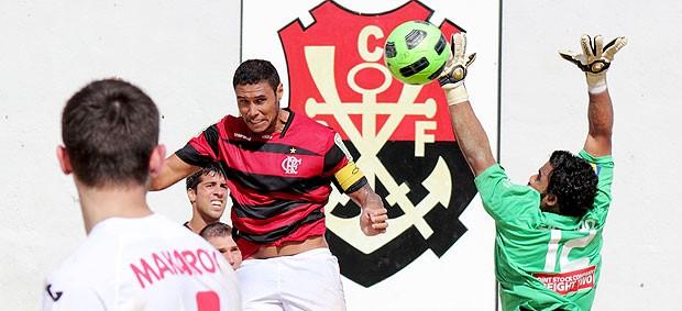 Casé do Flamengo na partida contra Lokomotiv Moscow futebol de areia (Foto: Rodrigo Molina / Divulgação)