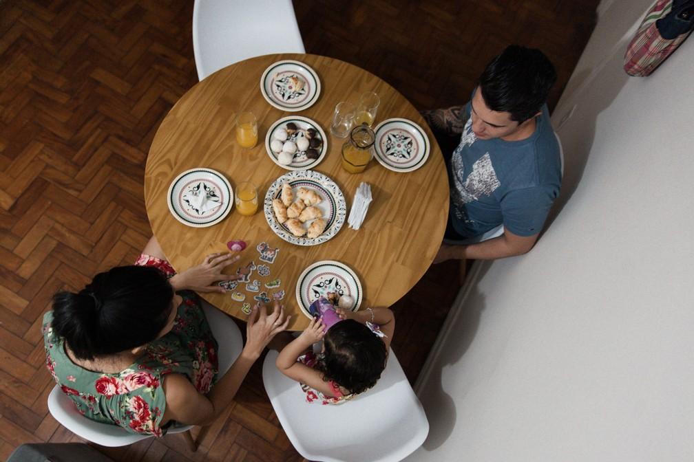 Compartilhar experiências até na hora das refeições é outra dica. (Foto: Marcelo Brandt/G1)