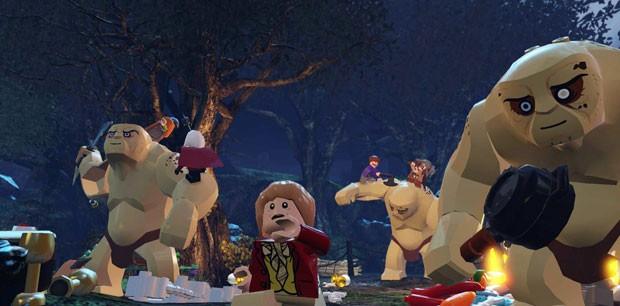 Cena de 'O Hobbit', em que os trolls tentam pegar Bilbo e os anões, retratada em 'LEGO The Hobbit' (Foto: Divulgação/TT Games)