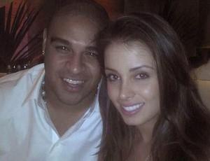 Adriano com Luana KIsner (Foto: Reprodução / Twitter)