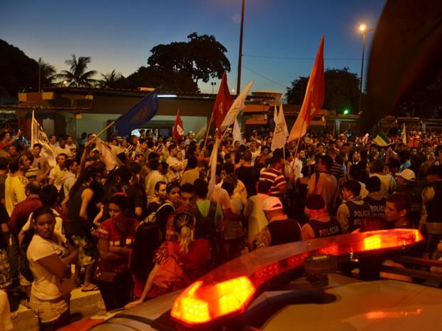 Manifestantes ocuparam o Terminal de Integração, em João Pessoa (Foto: Walter Paparazzo/G1)