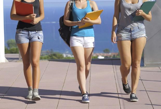 Alunas fazem abaixo-assinado em repúdio à proibição do uso de shorts imposta por colégio de Porto Alegre