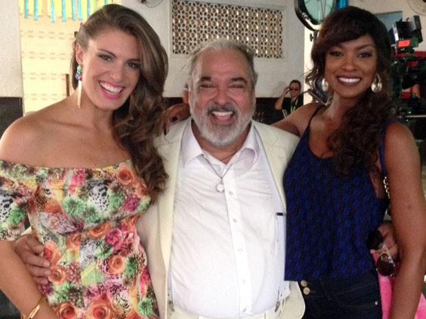 Elaine Mickely, Roberto Bonfim e Cris Vianna posam nos bastidores da novela Império (Foto: Arquivo pessoal)
