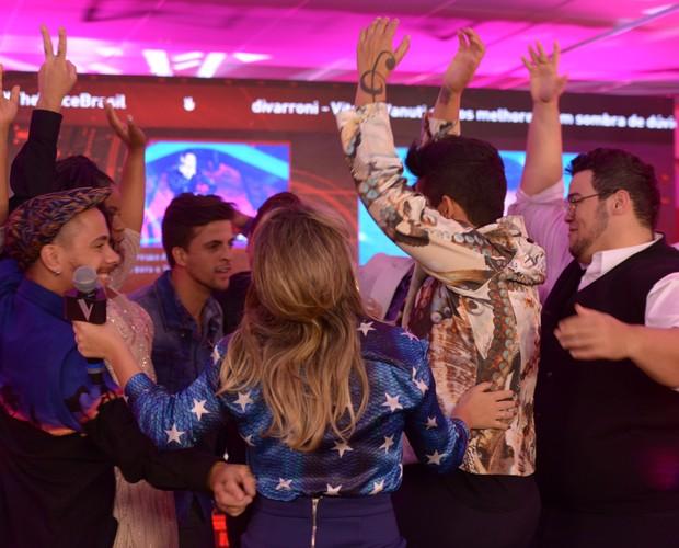 Artistas ficam felizes com o resultado (Foto: Camila Serejo/Gshow)