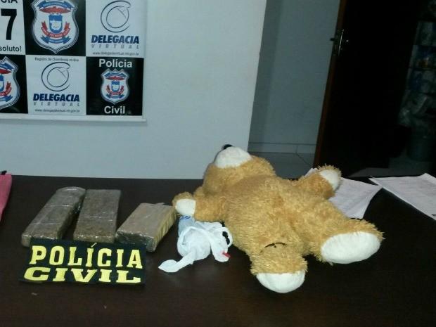 Droga estava em urso de pelúcia (Foto: Assessoria/ Polícia Civil-MT)