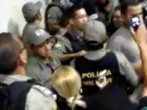 PMs do Acre invadem Delegacia de Flagrantes (Defla) (Foto: Reprodução)