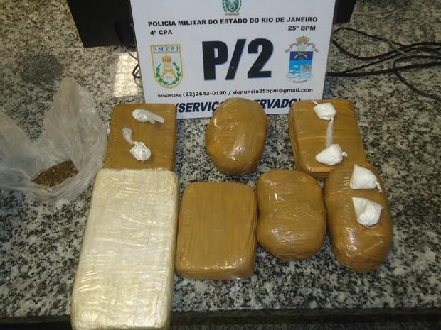 Droga foi encontrada pelo Serviço Reservado da PM na lataria do carro (Foto: Polícia Militar)