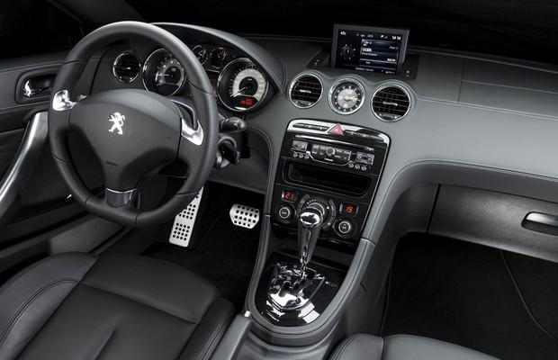 Aceleramos o novo peugeot rcz auto esporte an lises for Peugeot rcz interieur