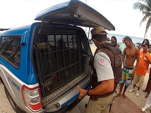 Homem é preso ao estuprar mulher no Porto da Barra, em Salvador (Foto: Imagem/ TV Bahia)