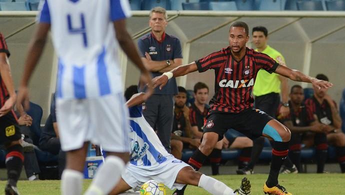 Hernani Atlético-PR Dom Bosco (Foto: Site oficial do Atlético-PR/Gustavo Oliveira)