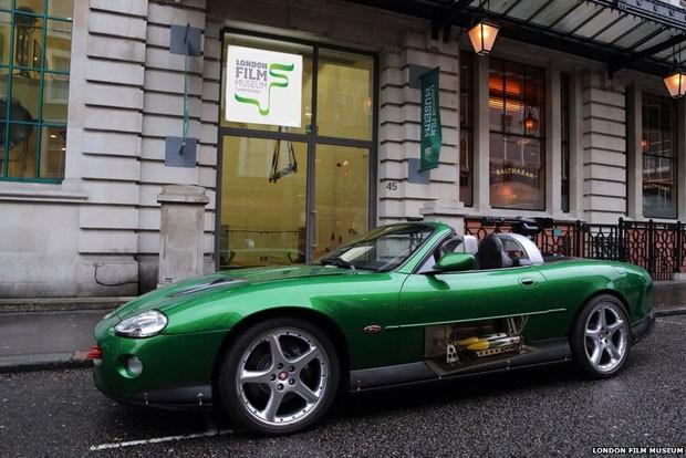 Exposição 'Bond in Motion' é a maior já realizada com automóveis, motos e aviões dos filmes da série (Foto: London Film Museum)