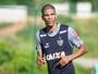 Léo Silva admite ser dúvida e revela sentir dores no joelho há uma semana