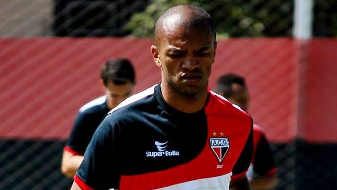 Marcus Winícius, volante do Atlético-GO (Foto: Guilherme Salgado/Atlético-GO)