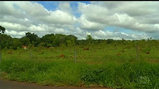 Idoso morre após ser atingido por raio ao arrumar cerca de fazenda em GO