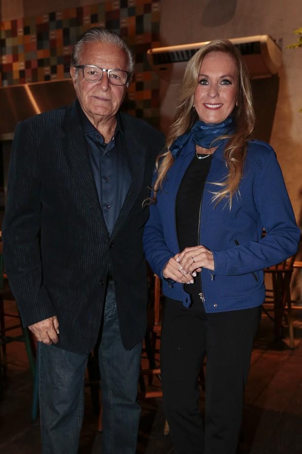 Helô Pinheiro e o marido, Fernando (Foto: Rafael Cusato/Brazil News)
