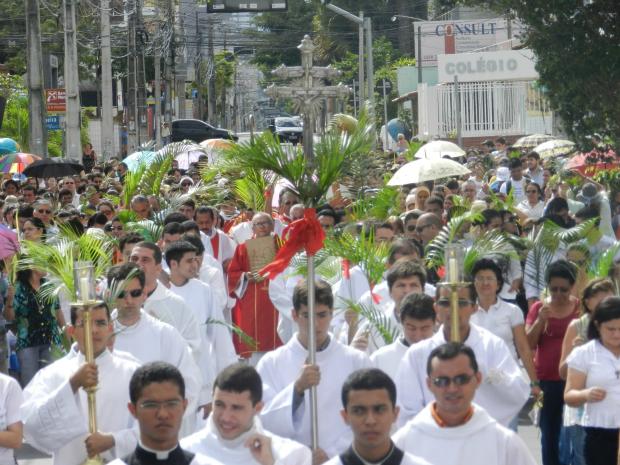 Cerca de duas mil pessoas participaram neste domingo (24) da procissão que abre a celebração da Semana Santa em Fortaleza. Os fiéis caminharam da Paróquia de Cristo Rei, na Aldeota, à Catedral de Fortaleza, no Centro da cidade, entre 7h e 8h30 da manhã. (Foto: Wallace Freitas/Shalom)