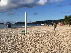 Briga ocorreu na Praia de Canasvieiras (Foto: Sérgio Guimarães/RBS TV)