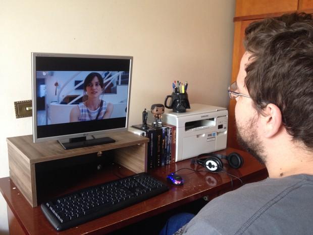 Jovem assistiu a centenas de filmes (Foto: Heloísa Casonato/G1)