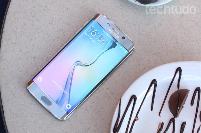 Tela do Galaxy S6 Edge tem resolução impressionante (Foto: Lucas Mendes/TechTudo)