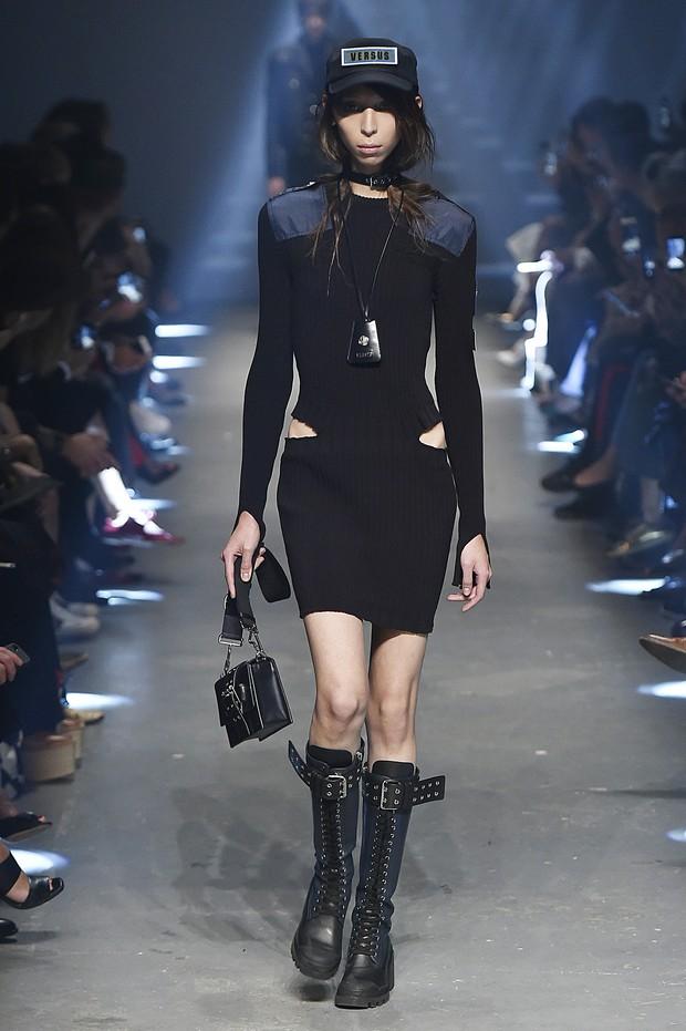 Donatella Versace leva modelo bem magras na abertura do  London Fashion Week e gera polêmica (Foto: Getty Images)