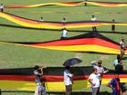 Agricultor de Bangladesh faz bandeira da Alemanha de 3,5 km