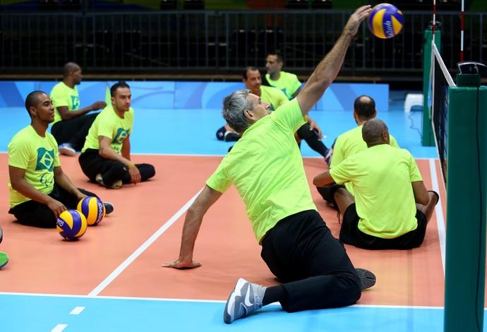 vôlei sentado treino Brasil (Foto: Fernando Maia / Mpix / CPB)