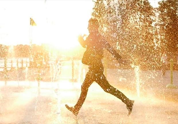 Executivo celebrando ; carreira ; aproveitando a vida ; otimismo ; positivo ;  (Foto: Shutterstock)