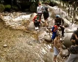 Poço das esmeraldas com água cristalina é recompensa por caminhada de 10 KM  (Foto: Reprodução)