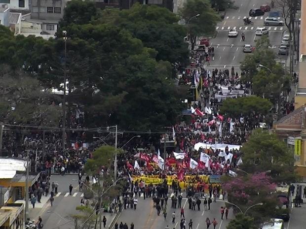 Professores protestam no Paraná (Foto: Reprodução/RPC)