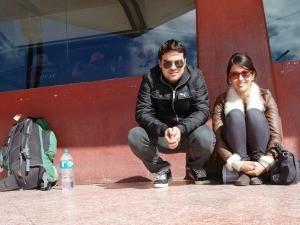 Maíra e Léo viajaram de trem e de ônibus para chegar a Machu Picchu (Foto: Arquivo Pessoal)